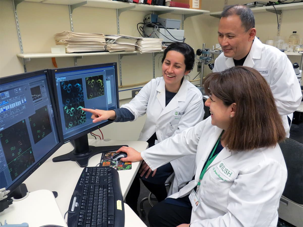 Drs. Aguilar, Yang and Ramos-Franco in Confocal Laser Scanning Microscopy Lab.