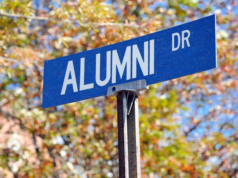 Street sign reading Alumni Drive